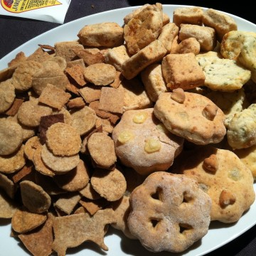 whole wheat cheese crackers: featuring cheesy times with Jarlsberg